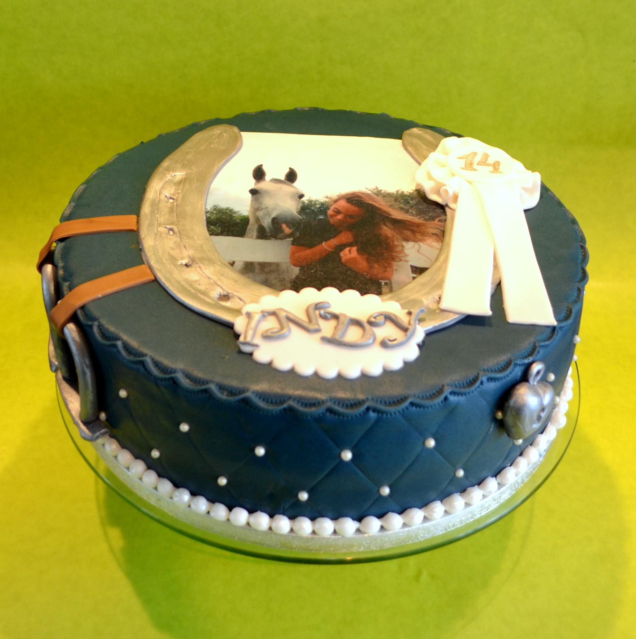 Geliefde taart in paarden-stijl - dubbelhandig &UK93
