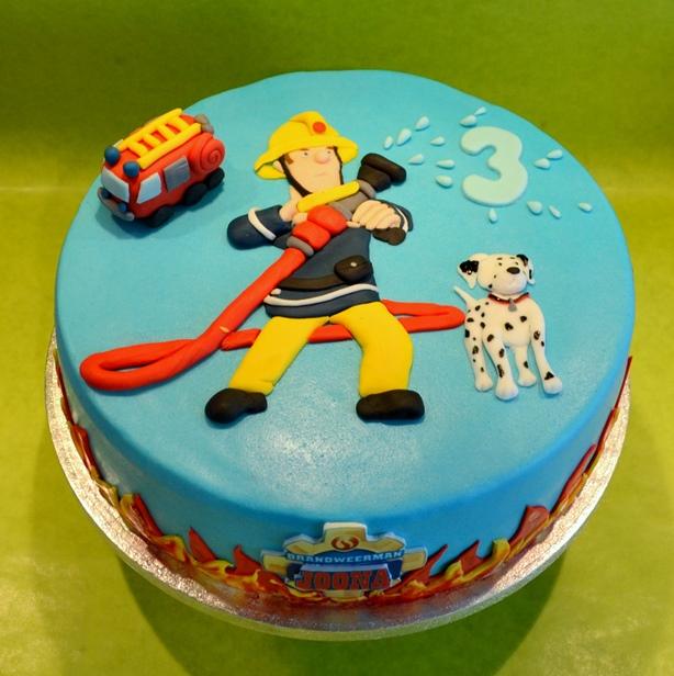 taart brandweerman sam brandweerman sam taart   dubbelhandig taart brandweerman sam