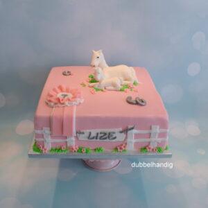 taart met wit paard en veulen