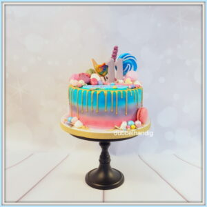 taart met gouden drip-snoep-macarons