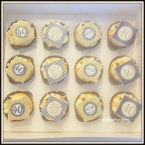 cupcakes 40 zwart-goud