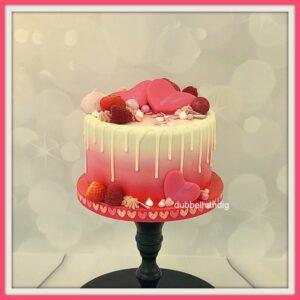 valentijnstaartje met drip en fruit