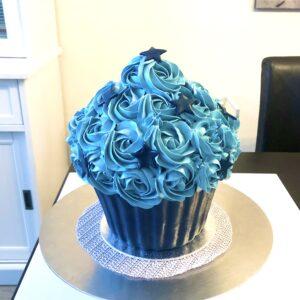 giant cupcake royal blue en blue met sterren